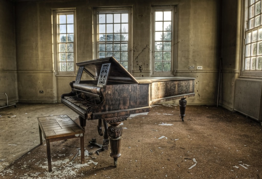 The 60 most beautiful abandoned places on earth for Classic house piano