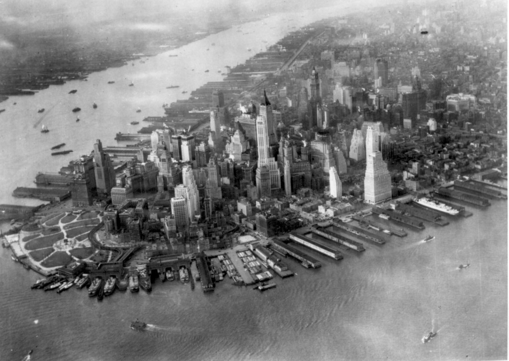 Aerial view of Lower Manhattan and the Hudson (1932).