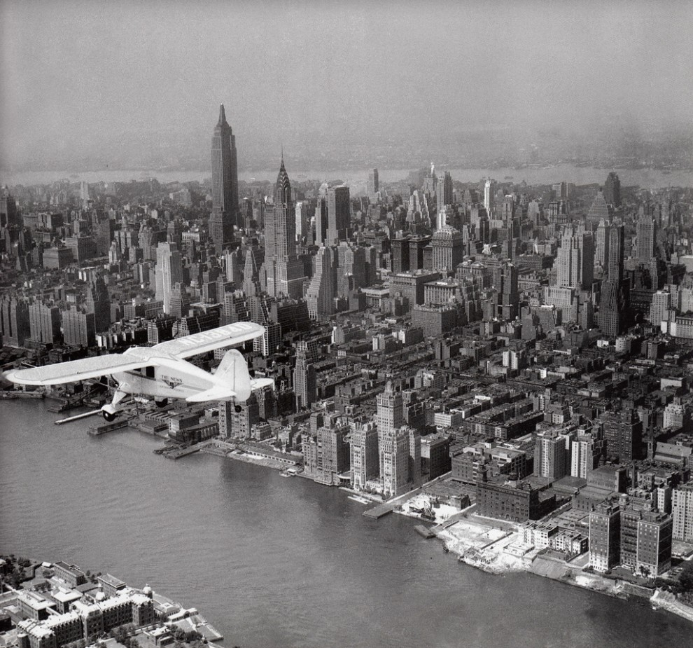A Daily News' plane flies over Midtown Manhattan in June 1934.