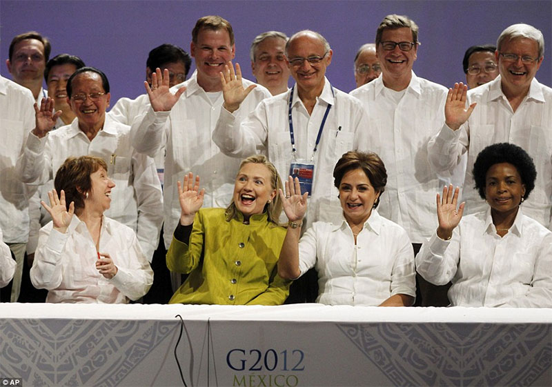 hilary clinton wears green while everyone else wears white